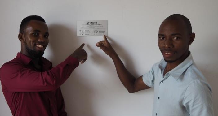 左はタンザニアのメンバー、ゴスビー